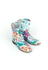 Zapato - wsuwane botki na niskim obcasie - skóra naturalna - model 270 - kolor kwiatek. Zapięcie: bez zapięcia. Materiał: skóra. Szerokość cholewki: normalna. Wzór: kwiaty. Obcas: na obcasie. Styl: boho, klasyczny. Wysokość obcasa: niski