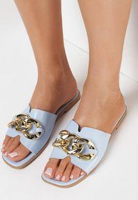 Born2be - Niebieskie Klapki Aqiarien. Nosek buta: otwarty. Kolor: niebieski. Wzór: aplikacja. Sezon: lato. Obcas: na obcasie. Wysokość obcasa: niski