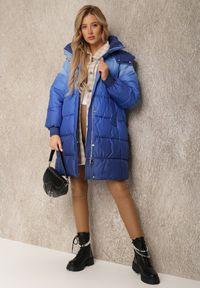 Renee - Granatowa Kurtka Lasthialla. Kolor: niebieski. Materiał: puch, materiał. Długość rękawa: długi rękaw. Długość: długie. Wzór: aplikacja. Sezon: jesień, zima. Styl: elegancki