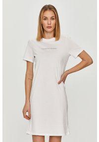 Biała sukienka Armani Exchange z krótkim rękawem, prosta, casualowa, na co dzień