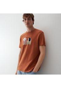 Reserved - T-shirt z nadrukiem - Brązowy. Kolor: brązowy. Wzór: nadruk