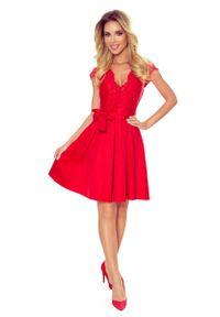 Numoco - Czerwona Wieczorowa Rozkloszowana Sukienka z Koronką. Kolor: czerwony. Materiał: koronka. Wzór: koronka. Styl: wizytowy