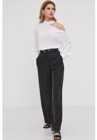 Biała bluzka Answear Lab długa, na urodziny, wakacyjna