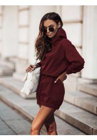 IVON - Sukienka Sportowa z Kapturem - Bordowa. Typ kołnierza: kaptur. Kolor: czerwony. Materiał: bawełna, elastan. Typ sukienki: sportowe. Styl: sportowy