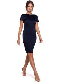 MAKEOVER - Granatowa Elegancka Sukienka z Dekoltem Typu Woda. Kolor: niebieski. Materiał: poliester, elastan. Styl: elegancki