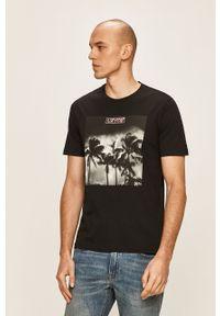 Czarny t-shirt Levi's® z okrągłym kołnierzem, z nadrukiem