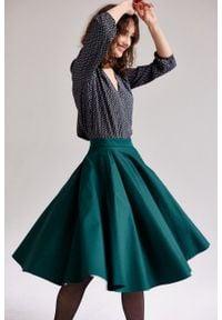 Marie Zélie - Spódnica Vinca butelkowa zieleń. Materiał: tkanina, elastan, bawełna. Wzór: kolorowy, aplikacja, ze splotem. Sezon: jesień. Styl: wizytowy