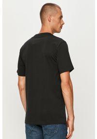 Czarny t-shirt Converse casualowy, z okrągłym kołnierzem, z nadrukiem, na co dzień
