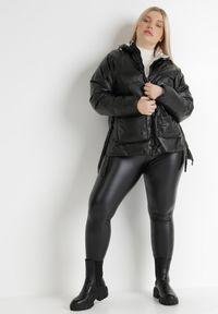Born2be - Czarna Kurtka Yorialle. Kolor: czarny. Materiał: tkanina. Długość: długie. Wzór: aplikacja