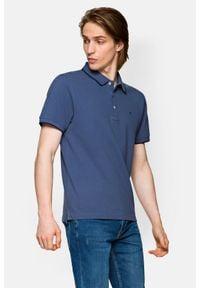 Lancerto - Koszulka Ciemnoniebieska Polo Dominic. Typ kołnierza: polo. Kolor: niebieski. Materiał: materiał, bawełna, włókno. Długość rękawa: krótki rękaw. Wzór: ze splotem. Styl: klasyczny