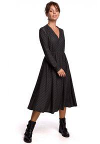 BE - Rozkloszowana sukienka 7/8 z dekoltem V. Materiał: bawełna, dzianina, elastan