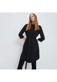 Mohito - Długa koszula z wiązaniem - Czarny. Kolor: czarny. Długość: długie