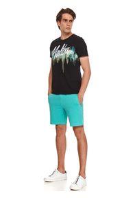 TOP SECRET - T-shirt z nadrukiem. Okazja: na co dzień. Kolor: czarny. Materiał: bawełna, tkanina. Długość rękawa: krótki rękaw. Długość: krótkie. Wzór: nadruk. Sezon: lato. Styl: wakacyjny, casual, klasyczny