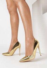 Born2be - Złote Szpilki Melona. Nosek buta: szpiczasty. Kolor: złoty. Materiał: lakier. Szerokość cholewki: normalna. Obcas: na szpilce. Wysokość obcasa: wysoki
