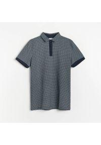Reserved - Koszulka polo z kontrastowymi wstawkami - Granatowy. Typ kołnierza: polo. Kolor: niebieski