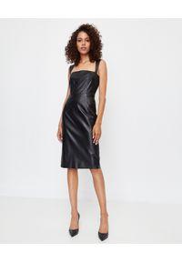 ICON - Czarna sukienka ze skóry naturalnej Ann. Kolor: czarny. Materiał: skóra. Długość rękawa: na ramiączkach. Typ sukienki: dopasowane. Długość: midi