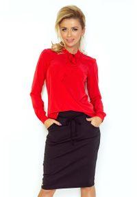 Numoco - Czerwona Bluzka Elegancka z Wiązaną Szarfą. Kolor: czerwony. Materiał: wiskoza, poliester. Styl: elegancki
