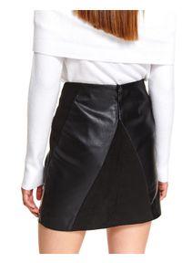 Czarna spódnica TOP SECRET na imprezę, na jesień, elegancka, w kolorowe wzory