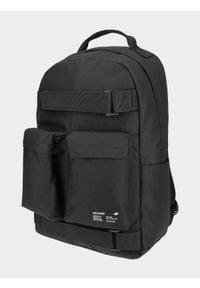 4f - Plecak miejski. Kolor: czarny. Wzór: paski