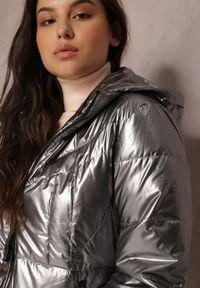 Renee - Srebrna Kurtka Pronite. Typ kołnierza: kaptur. Kolor: srebrny. Materiał: tkanina. Styl: klasyczny