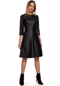 MOE - Czarna Rozkloszowana Sukienka z Eko-skóry. Kolor: czarny. Materiał: skóra