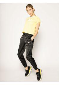 Fila T-Shirt Salome 687614 Żółty Regular Fit. Kolor: żółty