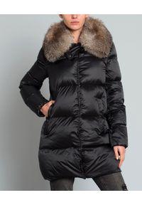 MONCLER - Płaszcz z futrem. Kolor: czarny. Materiał: futro