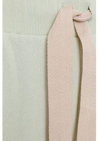 MAX&Co. - Szorty CISA. Stan: podwyższony. Kolor: zielony. Materiał: dzianina