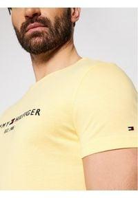 TOMMY HILFIGER - Tommy Hilfiger T-Shirt Tommy Logo MW0MW11797 Żółty Regular Fit. Kolor: żółty