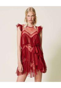 TwinSet - TWINSET - Czerwona sukienka z falbankami. Typ kołnierza: kołnierz z falbankami. Kolor: czerwony. Materiał: tiul, koronka. Typ sukienki: asymetryczne. Długość: mini