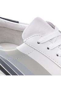 Białe półbuty Kazar w paski, eleganckie