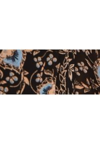 TOP SECRET - Wzorzysta sukienka maxi z falbanami. Typ kołnierza: kołnierzyk stójkowy, kołnierz z falbankami. Kolor: czarny. Materiał: dzianina. Sezon: zima. Długość: maxi
