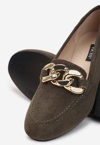 Born2be - Oliwkowe Mokasyny Phaeronia. Nosek buta: okrągły. Zapięcie: bez zapięcia. Kolor: brązowy. Wzór: aplikacja. Obcas: na obcasie. Wysokość obcasa: niski