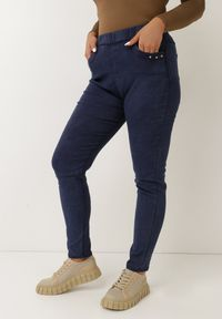 Born2be - Granatowe Spodnie Skinny Jenestren. Kolor: niebieski