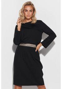 Makadamia - Sukienka z Błyszczącym Pasem - Czarna. Kolor: czarny. Materiał: poliester, nylon