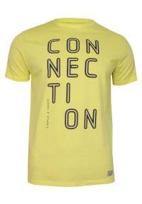 Żółty T-shirt Męski, Krótki Rękaw -Just Yuppi- Koszulka, z Nadrukiem, Koszulka w Napisy, Kanarkowa. Okazja: na co dzień. Kolor: złoty, wielokolorowy, żółty. Materiał: bawełna. Długość rękawa: krótki rękaw. Długość: krótkie. Wzór: nadruk. Styl: casual