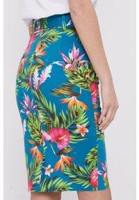 Niebieska spódnica Guess w kwiaty, na co dzień