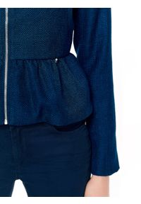 TOP SECRET - żakiet ze strukturalnej tkaniny z baskinką. Okazja: na co dzień. Kolor: niebieski. Materiał: tkanina. Sezon: lato, wiosna. Styl: casual, elegancki