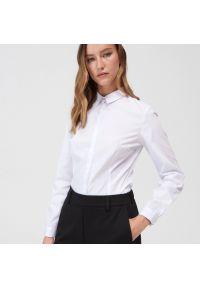 Mohito - Klasyczna koszula z body - Biały. Kolor: biały. Styl: klasyczny