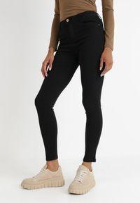 Born2be - Czarne Spodnie Skinny Saladeia. Stan: podwyższony. Kolor: czarny. Długość: długie