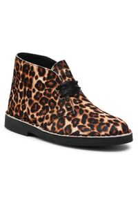 Clarks - Botki CLARKS - Desert Boot 2 261556704 Leopard Print. Kolor: brązowy. Materiał: skóra. Szerokość cholewki: normalna. Wzór: nadruk. Obcas: na obcasie. Wysokość obcasa: średni