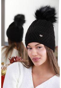Czarna czapka IVET elegancka