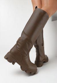 Born2be - Brązowe Kozaki Dida. Wysokość cholewki: przed kolano. Nosek buta: okrągły. Zapięcie: bez zapięcia. Kolor: brązowy. Szerokość cholewki: normalna. Wzór: jednolity