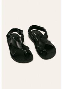 Czarne sandały Wojas na rzepy