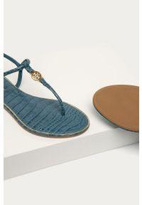Niebieskie sandały Tory Burch na niskim obcasie, gładkie