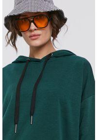 Noisy may - Noisy May - Sukienka. Typ kołnierza: kaptur. Kolor: zielony. Materiał: dzianina