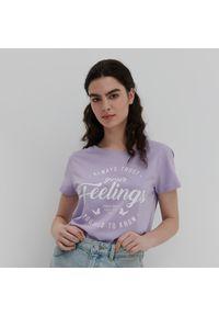 House - Koszulka z napisem Always Trust Your Feelings - Fioletowy. Kolor: fioletowy. Wzór: napisy