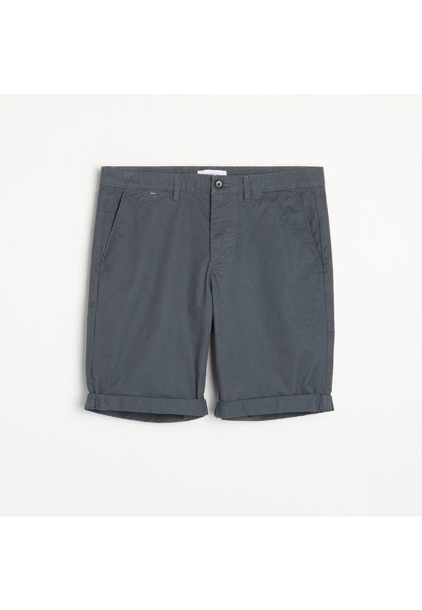 Reserved - Gładkie szorty chino - Szary. Kolor: szary. Wzór: gładki