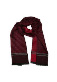 Czerwony szalik Adriano Guinari elegancki, na jesień