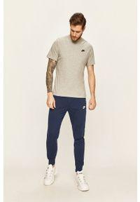 Szary t-shirt Nike Sportswear na co dzień, casualowy